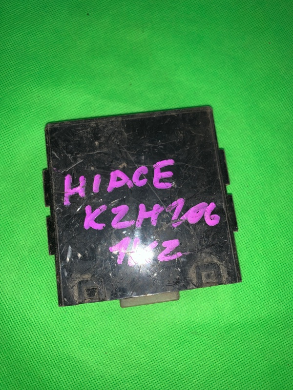 Блок управления дверьми Toyota Hiace KZH100