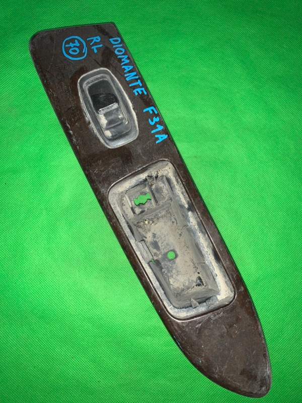Пульт стеклоподъемника Mitsubishi Diamante F31A задний левый