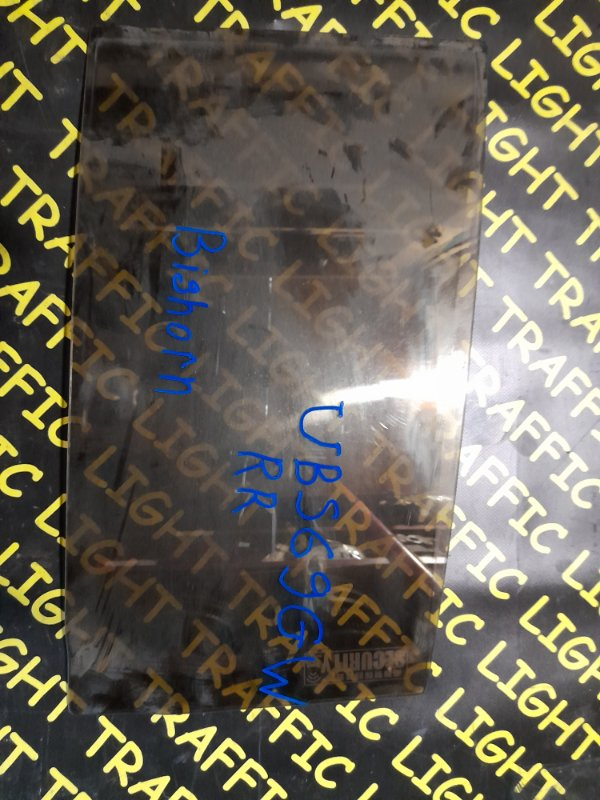 Форточка двери Isuzu Bighorn UBS69GW задняя правая