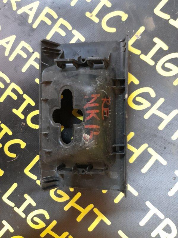 Накладка замка багажника Nissan March NK13 задняя