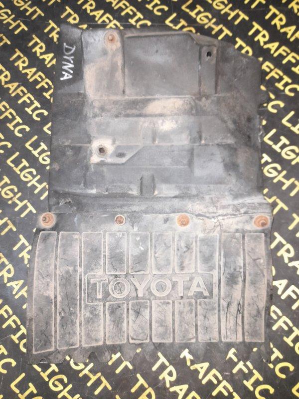 Брызговик Toyota Dyna BU72 левый
