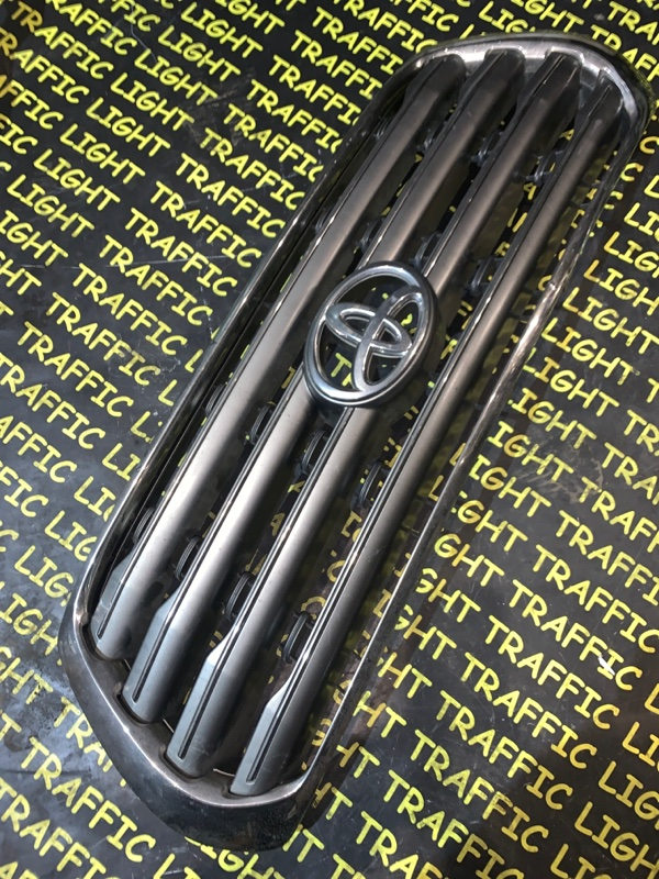 Решетка радиатора Toyota Land Cruiser URJ200 передняя