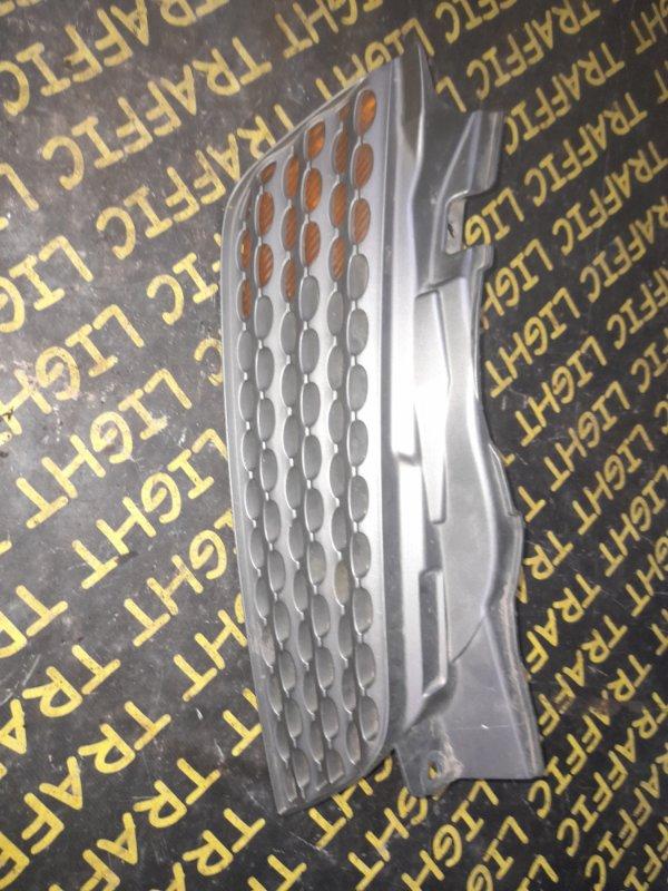 Решетка радиатора Nissan March AK12 передняя правая