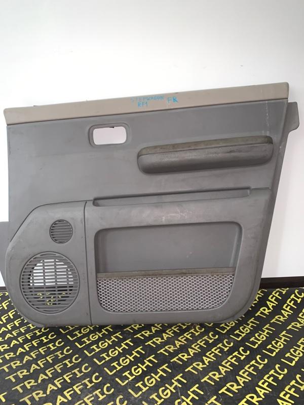 Обшивка дверей Honda Stepwgn RF1 передняя правая