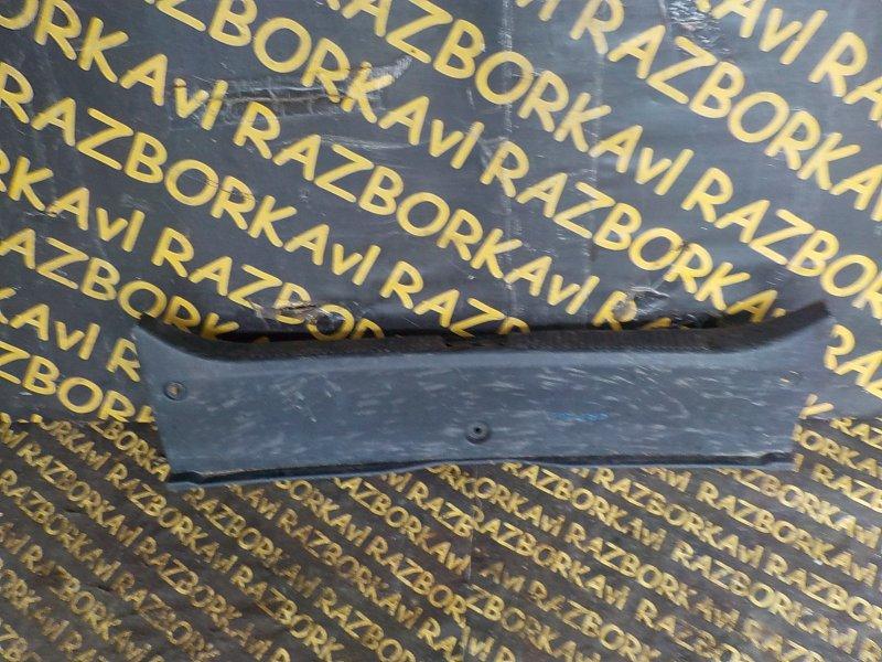 Накладка замка багажника Toyota Premio ZRT260 задняя