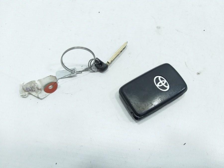 Чип ключ Toyota Aqua NHP10 1NRFE