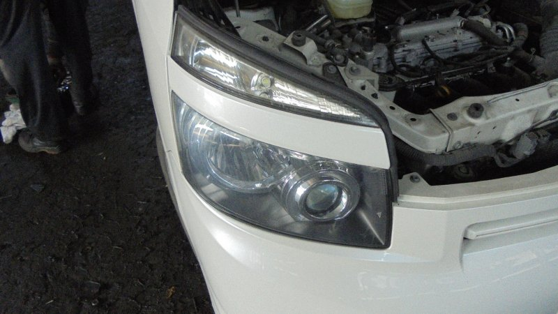 Фара Toyota Voxy ZRR75 3ZR 2008 передняя правая