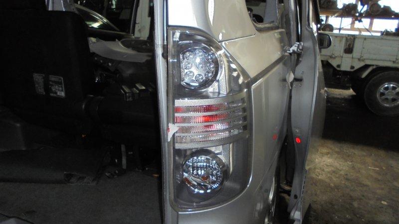 Стоп Toyota Voxy ZRR75 3ZR 2008 задний правый