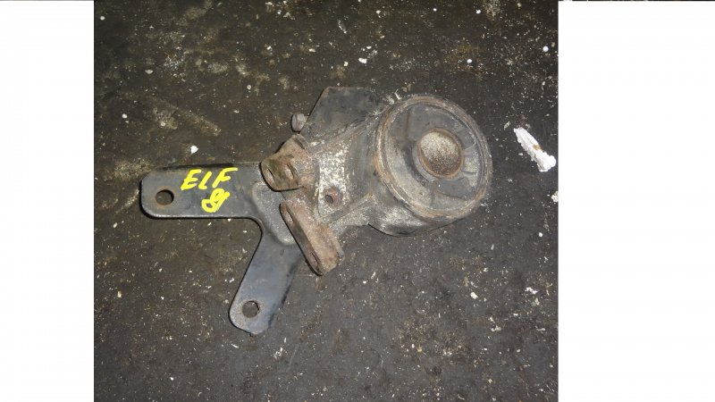 Подушка кабины Isuzu Elf NKR81 4HL1