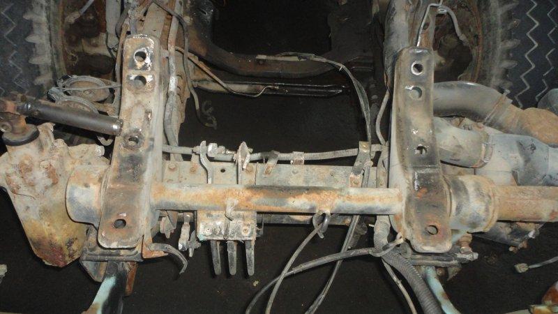 Крепёж кабины Mitsubishi Canter FE335B 4D32 передний