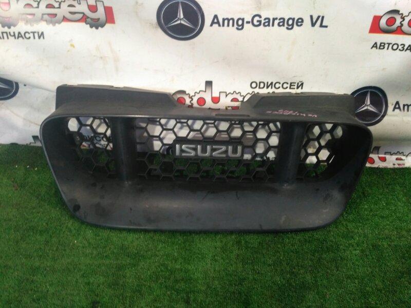 Решетка радиатора Isuzu Vehicross UGS25DW 6VD1-527909 1997 передняя