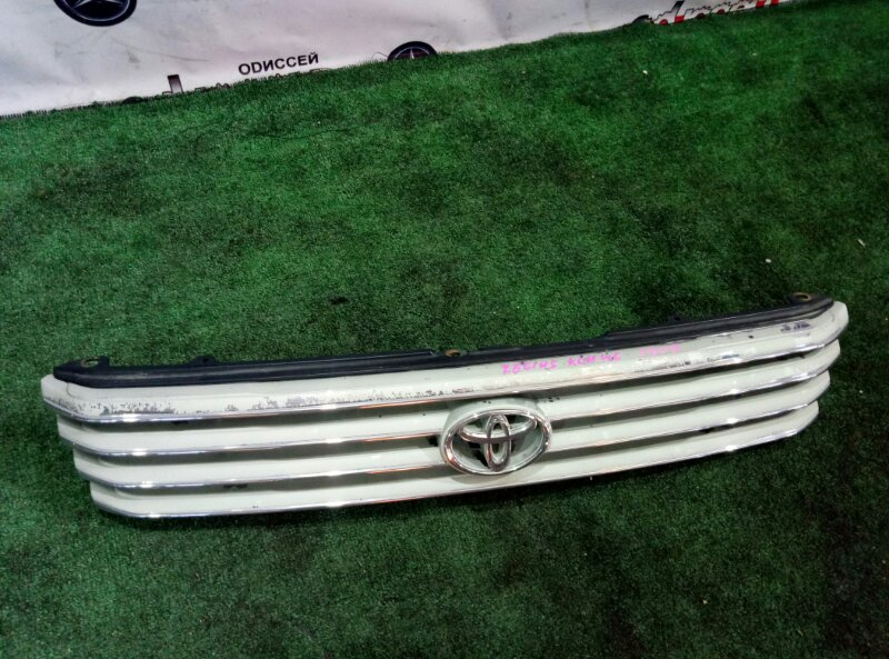 Решетка радиатора Toyota Hiace Regius KCH46 1KZ-TE-0678892 1999