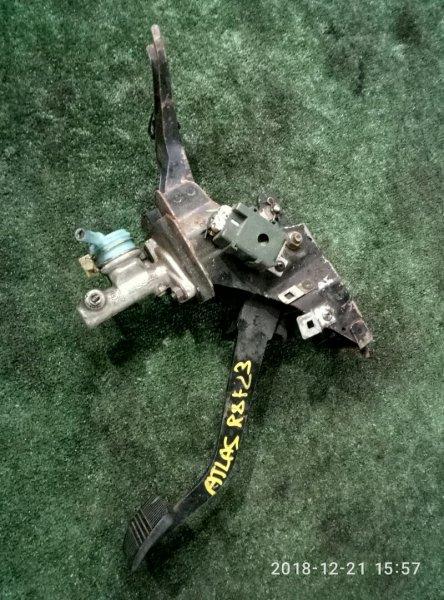 Главный цилиндр сцепления Nissan Atlas P8F23-010945 TD27-346686 1993