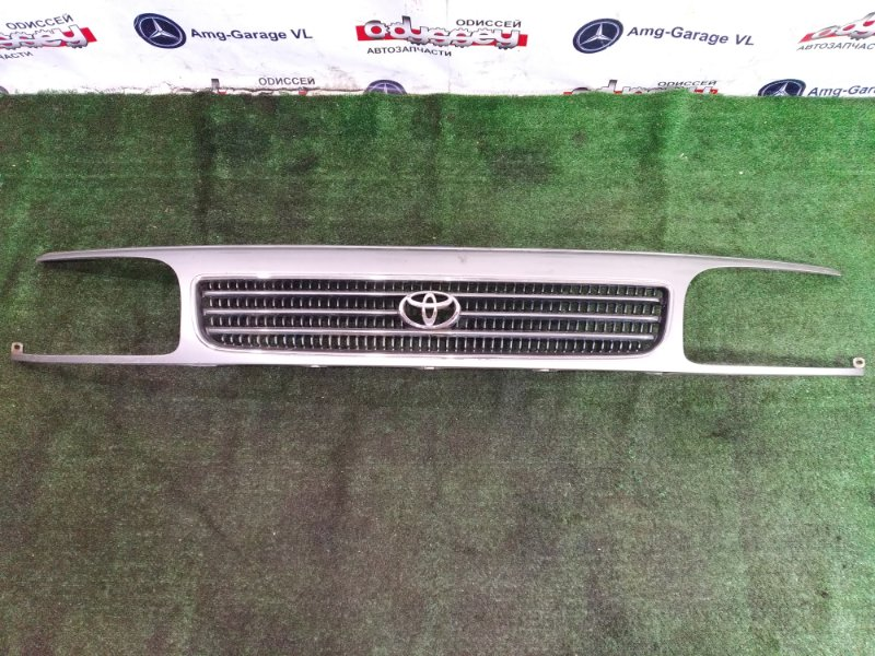 Решетка радиатора Toyota Hiace LH116 3L