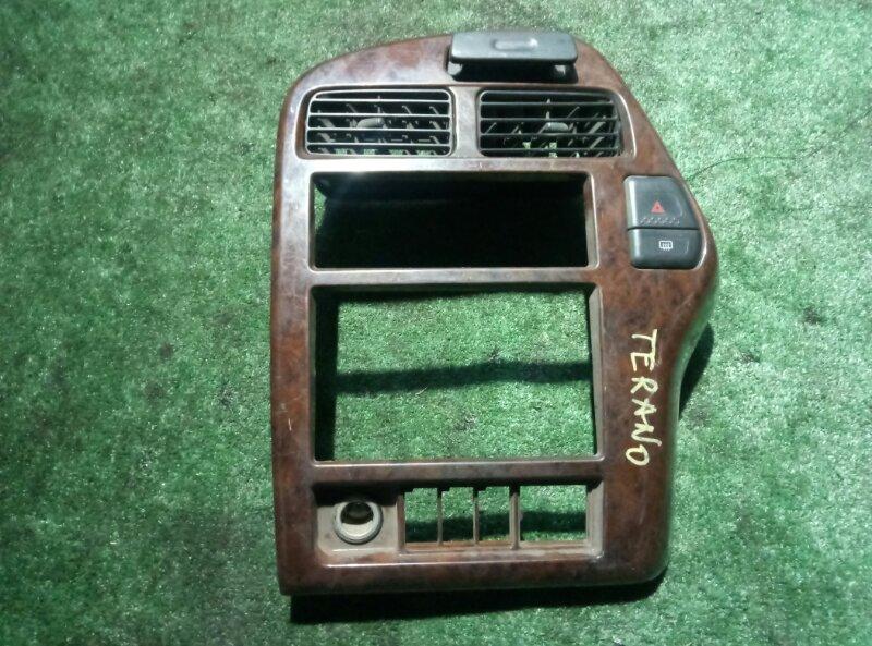 Консоль магнитофона Nissan Terrano RR50 QD32-058306A 1998