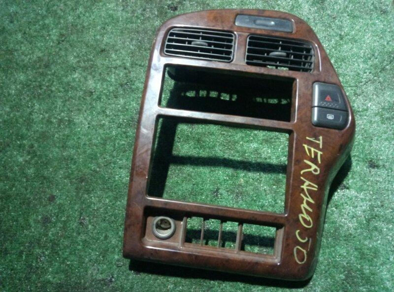 Консоль магнитофона Nissan Terrano JRR50 QD32-013204A 1997