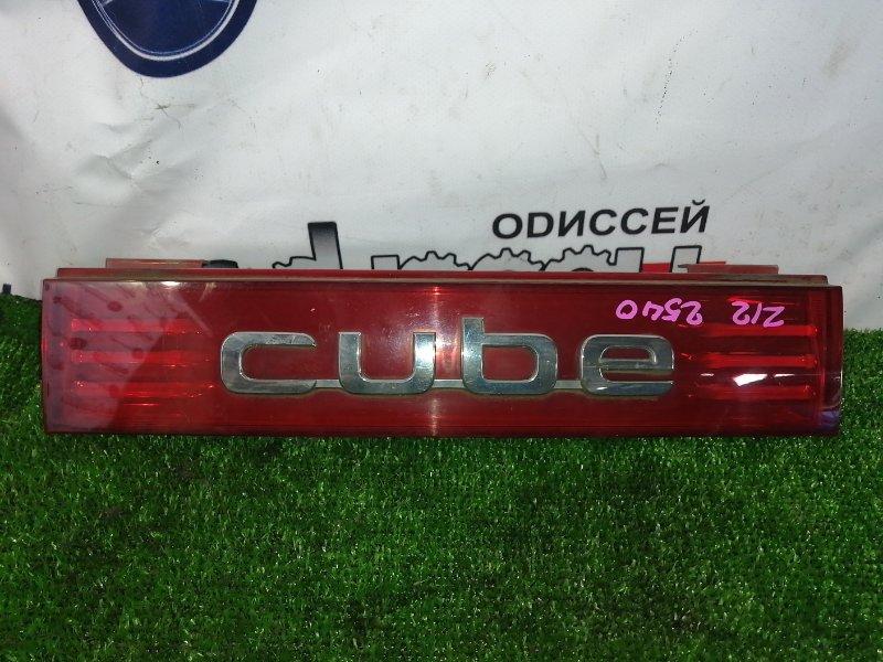 Вставка между стопов Nissan Cube Z12 HR15 2008