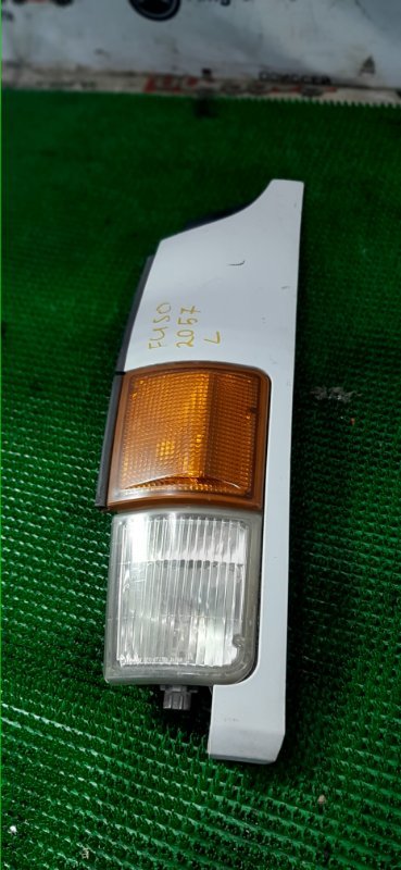 Щечка Mitsubishi Fuso FK71HD 6M61 1999 передняя левая