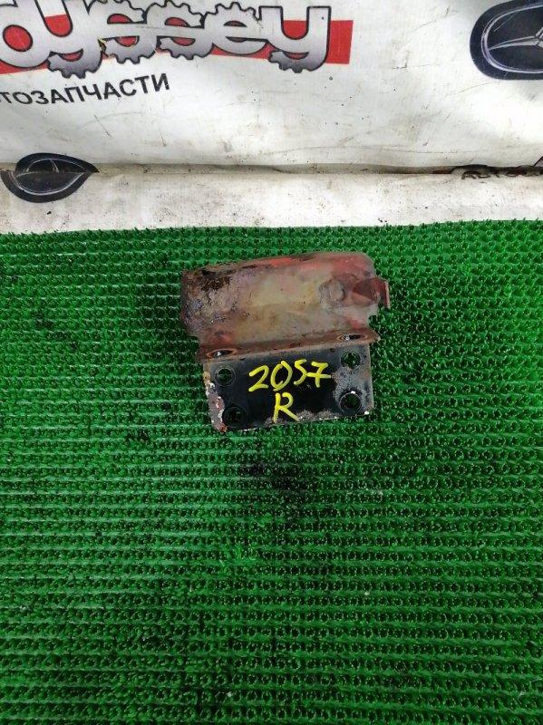 Стопор кабины Mitsubishi Fuso FK71HD 6M61 1999 задний правый