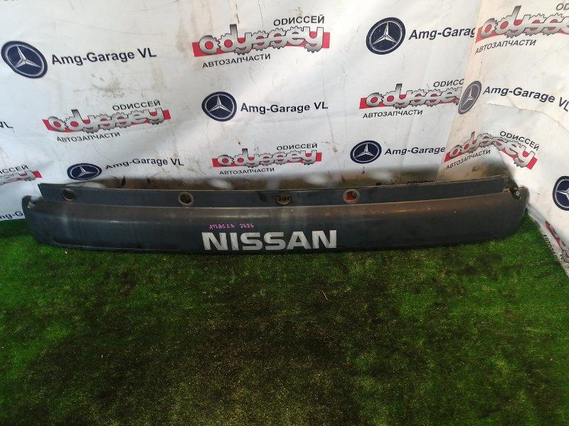 Решетка радиатора Nissan Atlas N2F23 TD25 1998