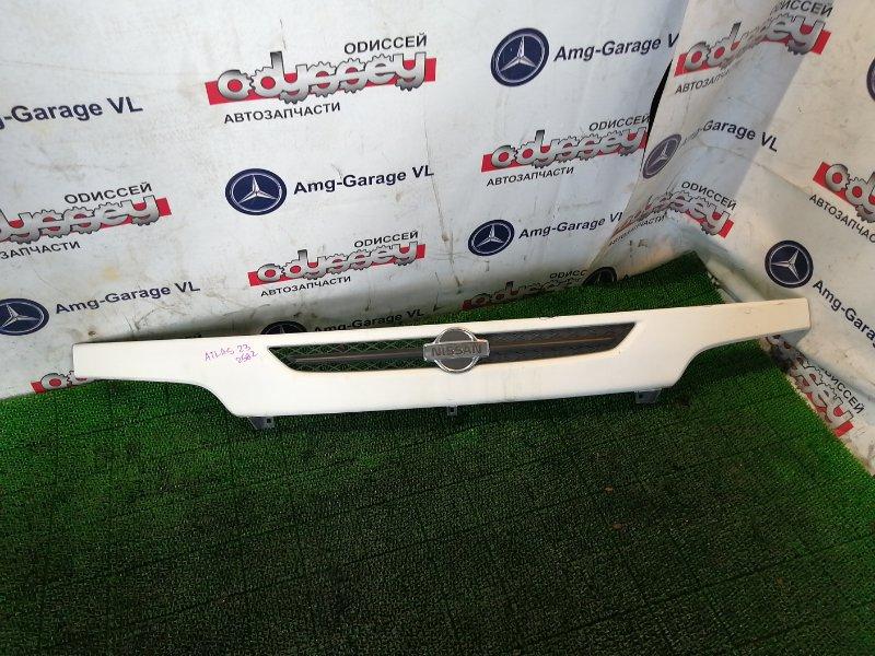 Решетка радиатора Nissan Atlas R8F23 QD32 2000