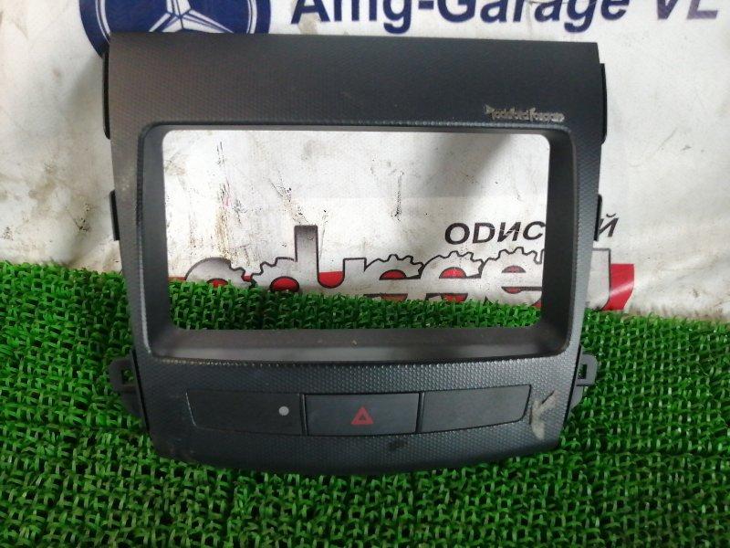 Консоль магнитофона Mitsubishi Outlander CW5W 4B12 2006