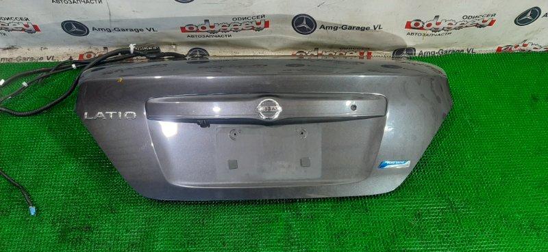 Крышка багажника Nissan Latio N17 HR12 2014 задняя
