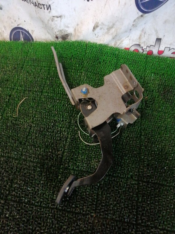 Педаль сцепления Toyota Town Ace S412M 3SZ-VE 2010