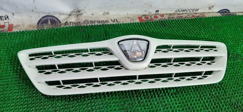 Решетка радиатора Toyota Allex ZZE124 1ZZ-FE 2002