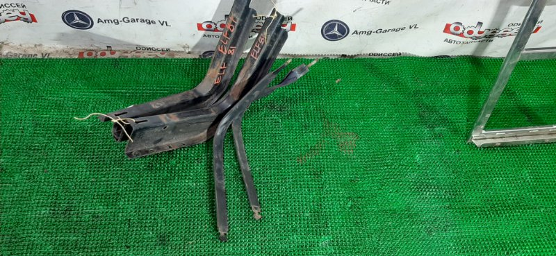 Крепление бензобакка Isuzu Elf NKR81 4HL1 2004