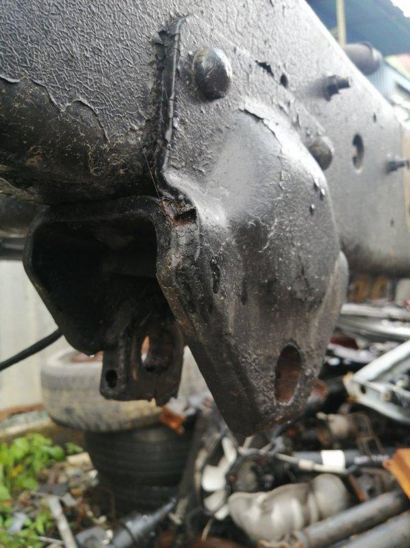 Крепление рессоры Nissan Nissan Diesel CM87F FE6 1990 переднее левое