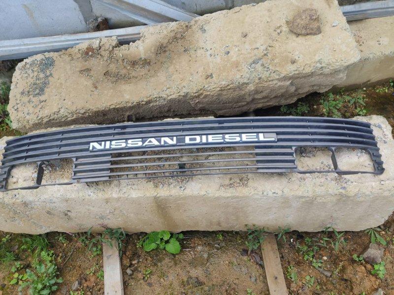 Решетка радиатора Nissan Nissan Diesel CM87F FE6 1990