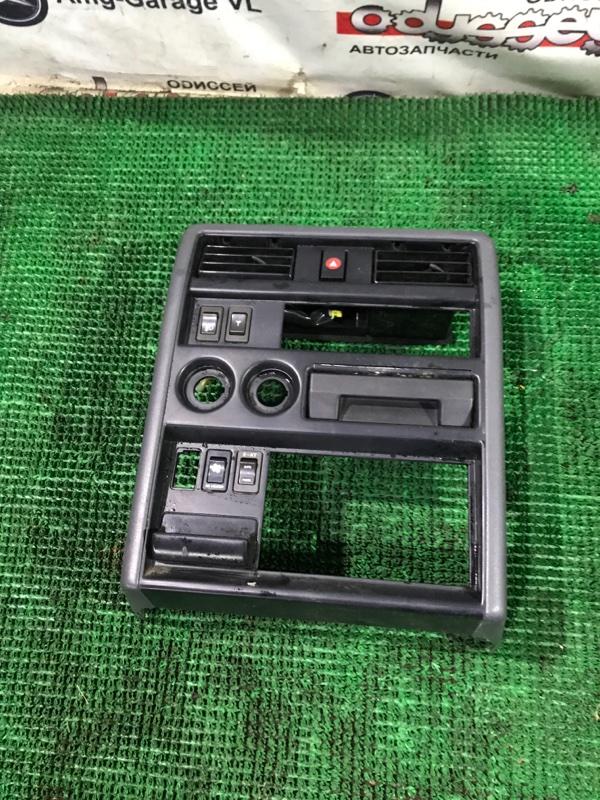 Консоль магнитофона Nissan Safari VRGY60 TD42 05.1996