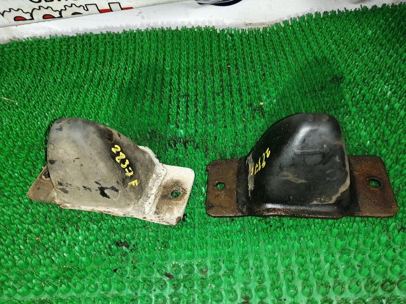 Отбойник Nissan Atlas DSH40-075795 FD35-047271 1991 передний