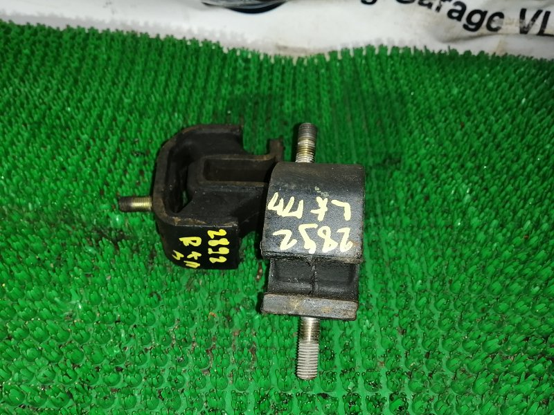 Подушка кпп Nissan Atlas DJH40 BD30-004415 1991