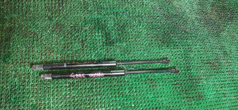 Амортизатор задней двери Toyota Passo KGC30 1KR-FE 2010 задний
