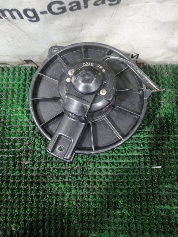 Мотор печки Isuzu Bighorn UBS69GW 4JG2 1993
