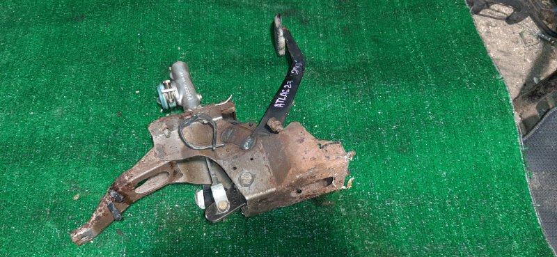Главный цилиндр сцепления Nissan Atlas R4F23 QD32 2000