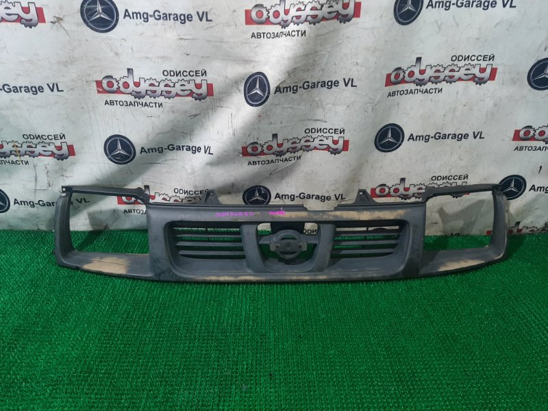 Решетка радиатора Nissan Datsun QD22 NA20 1998