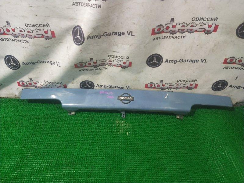 Решетка радиатора Nissan Atlas M2F23 TD23 1995