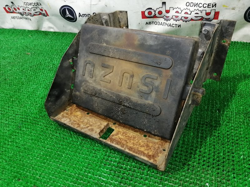 Крепление аккумулятора Isuzu Elf NPR81 4HL1-T 2006