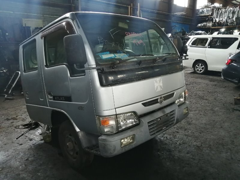 Кабина Nissan Atlas R8F23 QD32-202261 2004