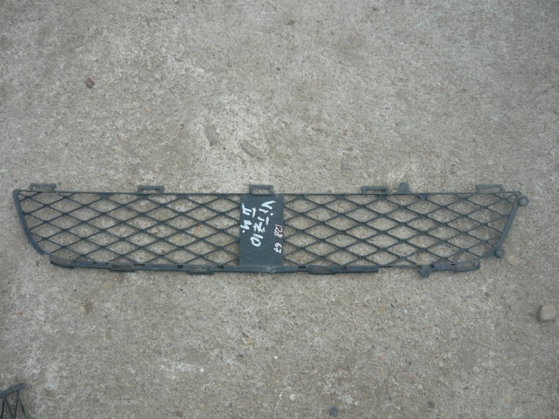 Решетка бамперная Toyota Vitz NCP10