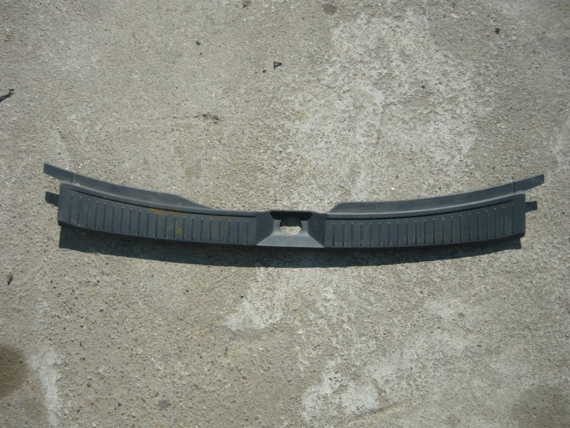 Пластик замка багажника Nissan Wingroad WRY11