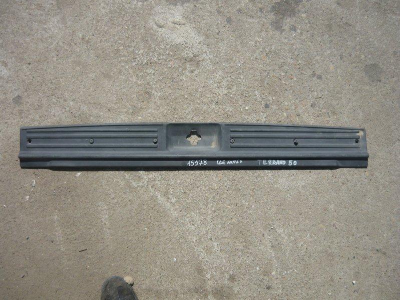 Накладка замка багажника Nissan Terrano LR50