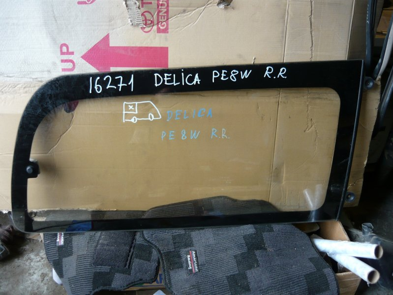 Стекло собачника Mitsubishi Delica PE8W правое