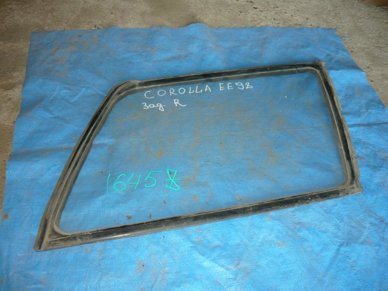 Стекло собачника Toyota Corolla EE98 заднее правое