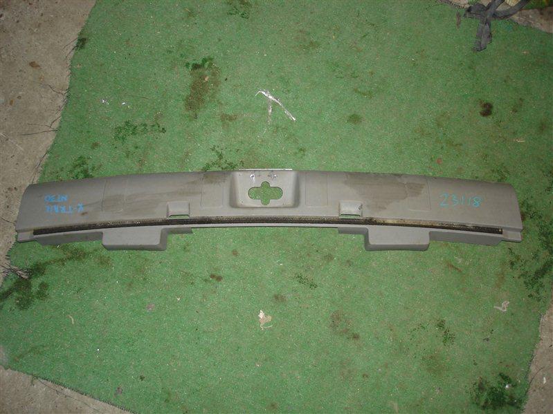 Накладка замка багажника Nissan X-Trail NT30 задняя