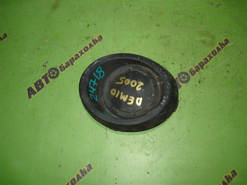 Заглушка бампера Mazda Demio DY3W передняя правая