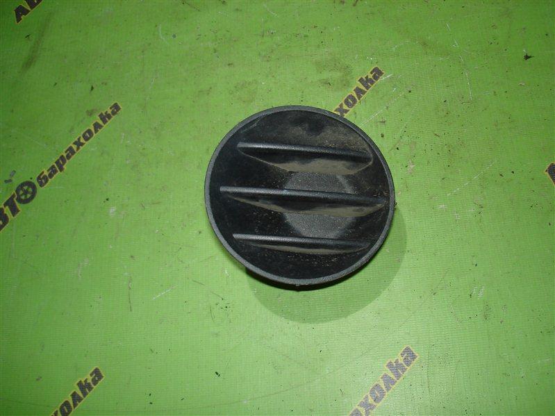 Заглушка бампера Toyota Ist NCP60 правая